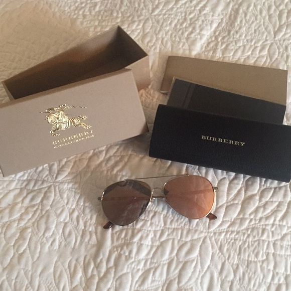 8ff8f4d1d0a6 NWT Authentic Burberry Aviator Rose Gold Glasses